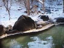 冬季は赤川渓谷を望む雪見露天風呂がお楽しみいただけます