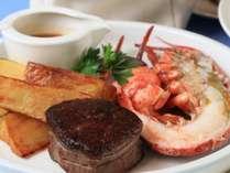 サーフ&ターフ熟成牛のステーキとロブスターをお楽しみください