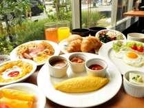 【朝食付き】シェフの手作りオムレツや焼きたてクロワッサン・パンケーキが女性に人気☆和洋朝食バイキング