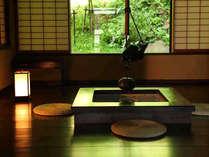 【介山荘:露天風呂付き特別室】木のぬくもりに癒される贅沢な造りの特別室なごみスペース
