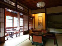 大正館のお部屋は当館で2部屋のみ。いづれも角部屋です。