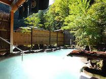 渓谷を望む絶景の野天風呂。効能豊かな白骨の湯をご堪能下さい!