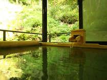 お部屋付きの半露天風呂は肌に優しい山の天然水です。(一例)