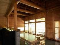 内湯と外湯が楽しめる大浴場。広々と造られた浴槽でゆったりと。