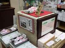 人気のお土産♪餡が甘さ控えめで美味しい!古代米(紫米)を使った、当館オリジナルのお勧め紫福餅♪