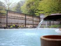 野天風呂「鬼が城」源泉掛け流しの白濁の湯をご堪能くださいませ。