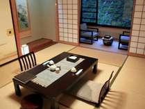 『牧水荘』。シンプルな造りの純和風客室です。
