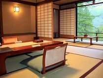 【介山荘スタンダード客室】窓からは白骨の山々。離れのため静かにお過ごしいただくには最適なお部屋です。