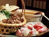 風味豊かな「信州ハーブ鶏」、旨みと甘みの「安曇野豚」も併せてご賞味くださいませ。