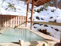 寒い冬ならではの雪見風呂♪ゆっくり浸かってじんわり温もる心地よさ。