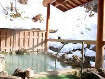 寒い冬ならではの雪見風呂♪じんわり…芯から温もる白濁の湯。