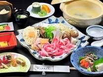 安曇野産豚と信州ハーブ鶏のお鍋♪栄養と肉汁が溶け込んだ残り汁でシメまで美味しい☆