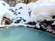 冬、外は氷点下!!とっても寒いですが、雪見の野天風呂は冬ならでは!