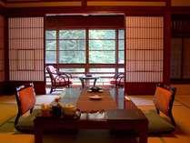 当館で2部屋のみの大正館。古材を使用した、このお部屋だけの情緒溢れる造り。