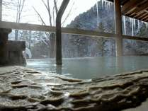 外は氷点下に!澄んだ空気に包まれる冬の露天風呂。