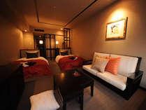 【デラックスツイン/33平米】ベッドサイズ:1200mmx2000mm 2台/人気No.1の客室タイプ。函館山側の眺望です。
