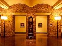 【1階フロントロビー】遥かな記憶との出会い・・・懐かしき思いを刻むプライベートホテル。