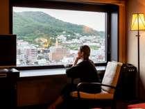 【ツイン】非日常空間で過ごす優雅なお時間を。※写真は函館山側の眺望