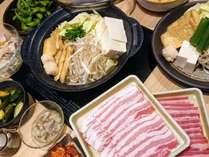 夕食【The 鍋や】各種ちゃんこ鍋や単品メニューなどあります☆