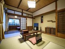 ●【母屋】和室(6畳+4畳半の板の間付き)