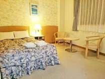 『カップル限定DXダブル一例 クィーンサイズのベッドが1台のお部屋です』