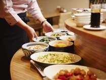 宮崎の真心こもった母の味、『チキン南蛮』や『冷や汁』など宮崎名物を含む品数豊富なバイキング朝食