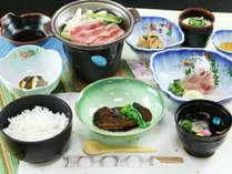 ■【お料理】リーズナブル夕食一例。お肉、お魚をバランスよくご用意☆