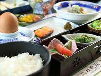 ■【お料理】朝食一例。野菜を中心に品数豊富にご用意しております♪
