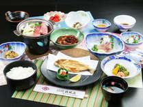 ■【お料理】夕食一例。川の幸、山の幸を中心に手づくりでご用意しております