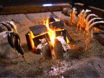 料理一例。熱々、ほくほくの炭火で焼いた串焼き