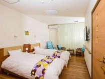 ●お部屋は25平米のツインルーム(禁煙)。バス、トイレ付きです。