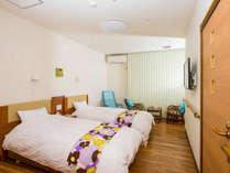 ●お部屋は25平米のツインルーム(禁煙)。バリアフリー対応の身体に優しい設計で、快適に過ごせます。