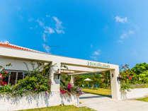 ●南ぬ島石垣空港から北へ車で10分のところに石垣島サン・グリーングラス リゾートホテルがあります。
