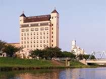 桜川・千波湖側からのホテル全景