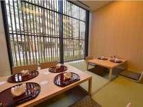 落ち着く掘りごたつ式のお席で会席を食す/レストラン「竹彩」