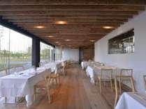 開放的な空間でフレンチを愉しむ/レストラン「FOREST」