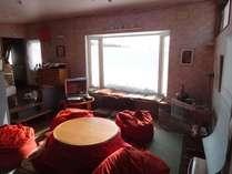 パブリックスペース(大き目の窓からは雪景色が眺められます)