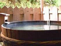 実際に使用されていた酒樽を利用した露天風呂です。