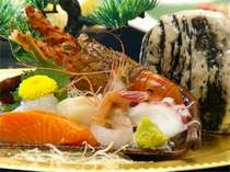 【お造り盛り合わせ】旬の新鮮な魚介類をたっぷりとどうぞ(一例)