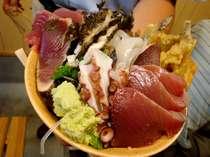 これは新しい!新鮮な魚介類、自お好きな具材をたっぷりのせて!自分で作る「くれ丼プラン」