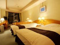 【洋室スタンダードツイン】明るく清潔な洋室は優しい色調の全室ツインルーム(加湿空気清浄機完備)