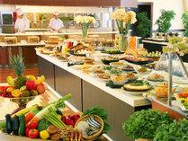 【エリアNO,1の品数】和洋60種類以上の朝食バイキングは、オープンキッチンで出来立てのお料理を提供