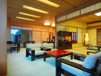 情緒あふれる和と貴賓ある洋を備えたしつらえは、100m2のゆとりあるお部屋で最高の寛ぎ。