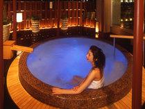 はちきんの湯には、ジャクジーを設置。高知城や四国山脈の山並みを眺めながら、旅の疲れも癒されます。