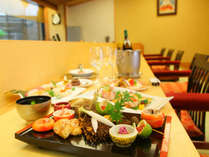 思季亭のカウンター食。料理人との会話で旅の思い出を♪