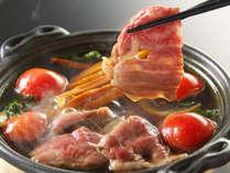 【黒毛和牛の芋けんぴすき焼き】イチ押しの逸品!甘~い芋けんぴとトマトすき焼きのハーモニーが絶妙♪