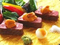 【黒毛和牛ステーキ】お肉のやわらかさ、旨みとともに濃厚な雲丹の風味が広がる絶品ステーキをご堪能あれ。