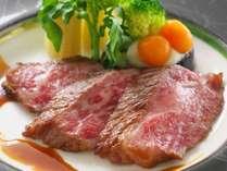 【和牛ロースステーキ】柔らか~いお肉と夏らしいアプリコットソースがよく合う♪洋食シェフオススメの1品