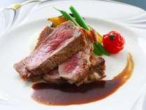 【牛ロースステーキ】ボリューム満点!程よく脂ののった牛ロースステーキを濃厚なマルサラソースと共に堪能