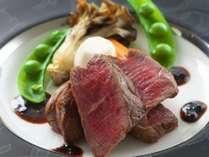 【和牛フィレステーキ】柔らかいお肉と旨みが堪らない和牛フィレ。トリュフを使用した濃厚なソースで堪能。